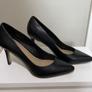 Black Aldo pointy toed heels with gold detail.